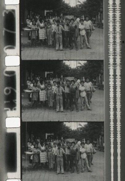 Figura 12. Multitud en la calle. Carrasco y Gabriel, ¿Cúal es la consigna?, 1978, México. [Fotograma Archivo ENAC (CUEC)]