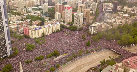 """Figura 2. """"La marcha más grande de Chile"""" (fotografía de Samir Viveros, 2019)"""
